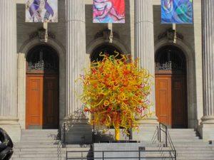 Montréal Musée des Beaux Arts + 'Sun' Dale Chihuly