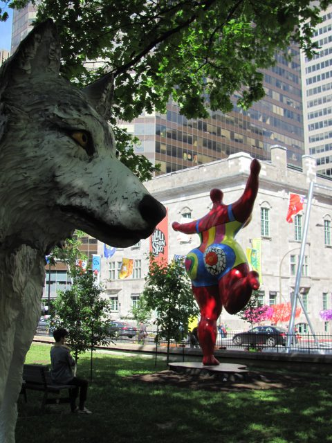 Mahihkan by Joe Fafard and Dancing Nana by Niki de Saint Phalle. La Balade pour La Paix, Montreal 2017